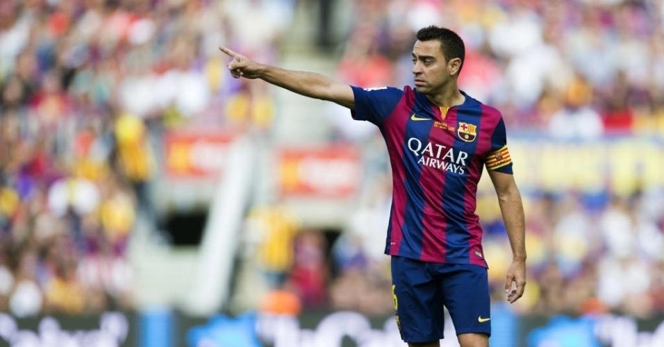 Xavi comanda o Barcelona em seu último jogo no Camp Nou