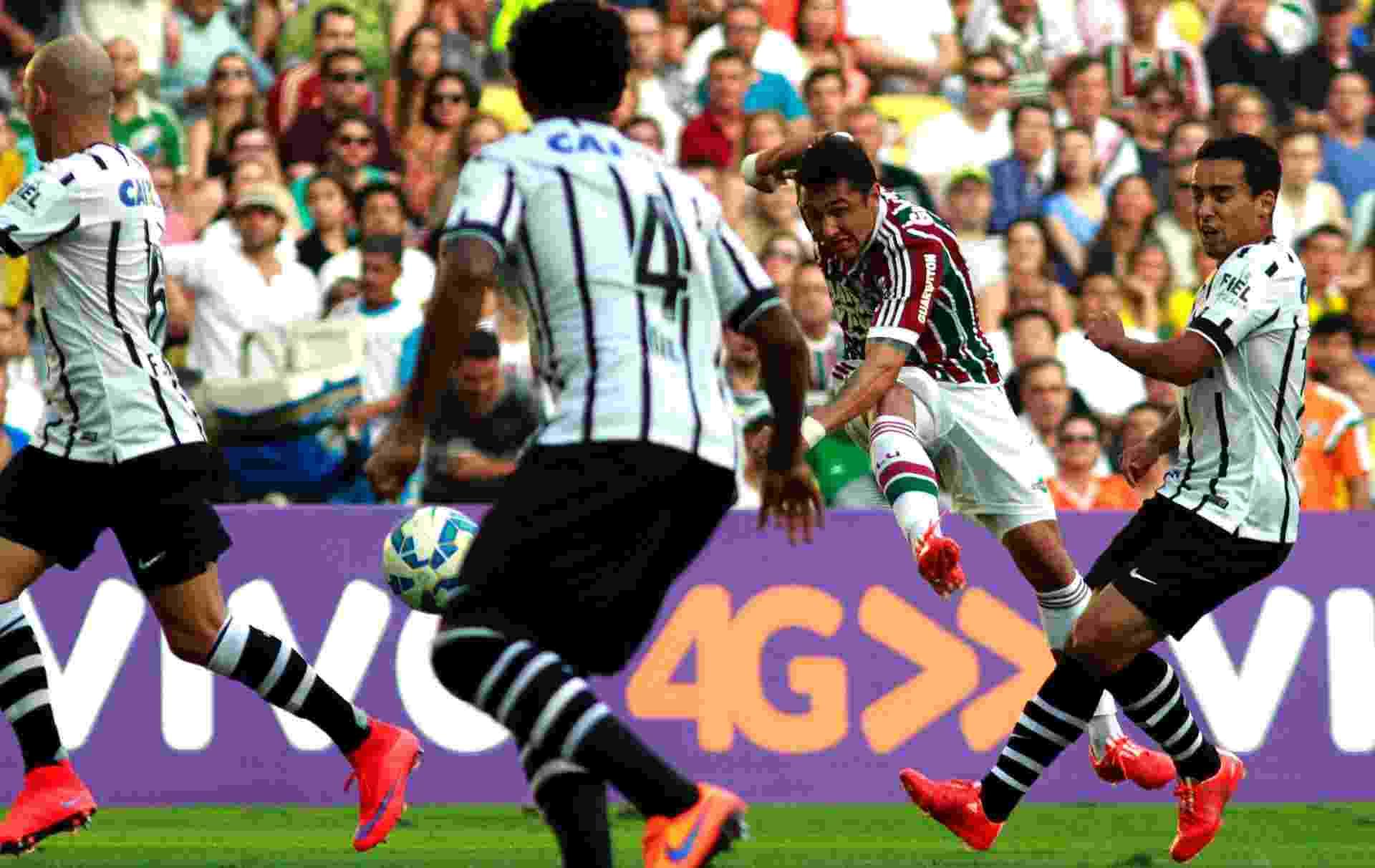 Fotos  Fluminense x Corinthians pelo Brasileirão nesse domingo (24 ... 7892f4d8f01a5