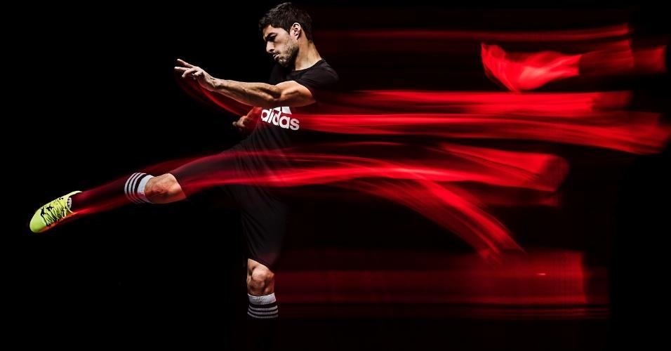 Luis Suárez, do Barcelona, usará uma nova chuteira da Adidas na final da Liga dos Campeões diante da Juventus, dia 6 de junho, em Berlim. O modelo X15 não traz em destaque as famosas três listras e tem mini-cravos no solado.