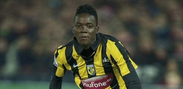 Bertrand Traoré tem apenas 20 anos, mas já tem duas passagem pelo futebol holandês