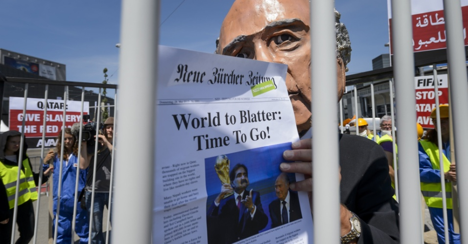 Manifestantes protestam em Zurique contra a Fifa