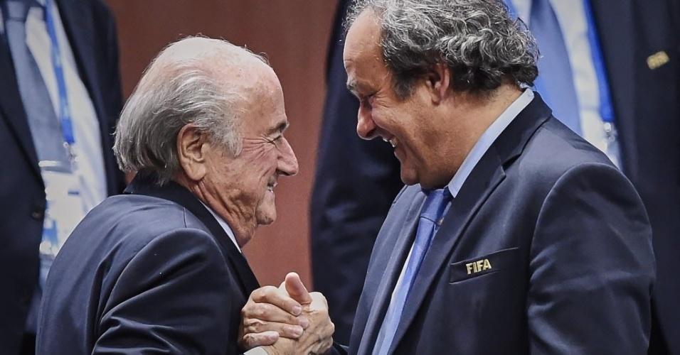 Embora rivais no campo político, Joseph Blatter e o presidente da Uefa, Michel Platini, são amigos