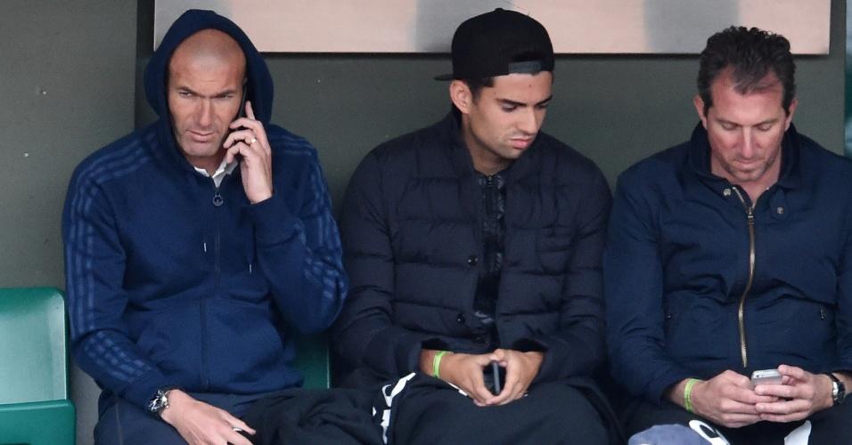 Zinedine Zidane assiste ao jogo de Alizé Cornet em Roland Garros