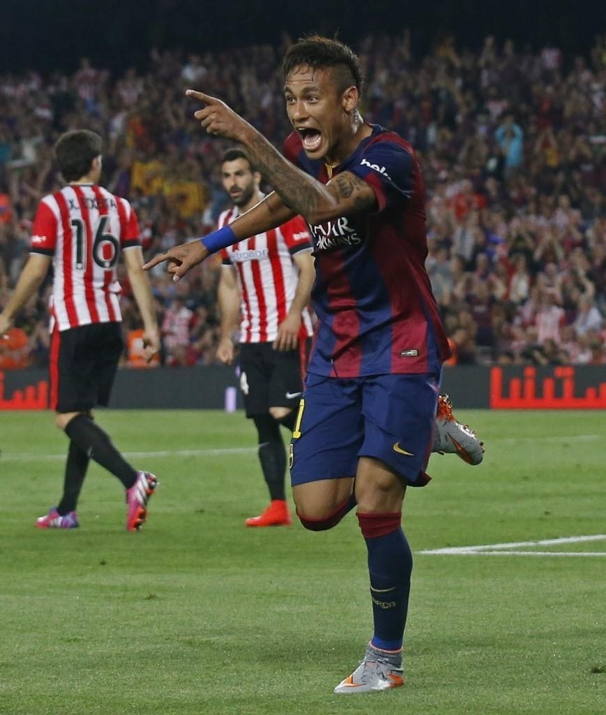Neymar comemora ao marcar gol na final da Copa do Rei contra o Athletic Bilbao