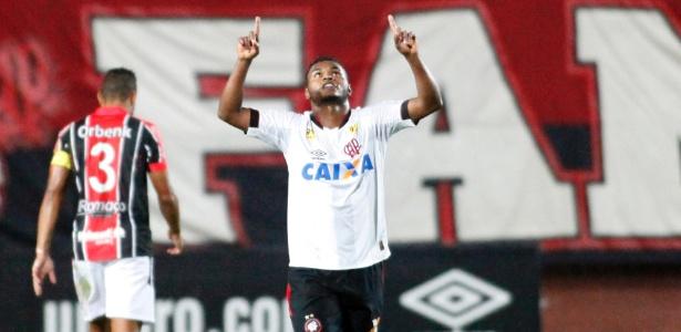 Nikão é o líder de assistências do Atlético-PR em 2016, ao lado de Eduardo