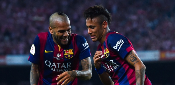 Neymar disse que agradecerá Daniel Alves por toda a vida