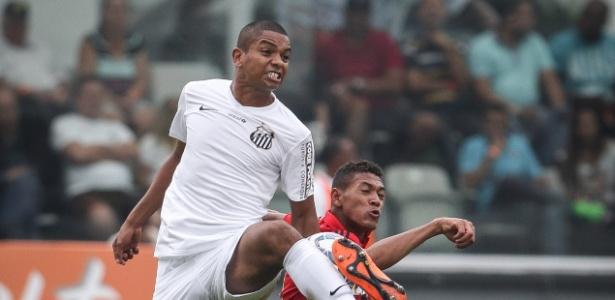 David Braz se machucou após evitar um gol na final da Copa do Brasil - Ricardo Nogueira/Folhapress
