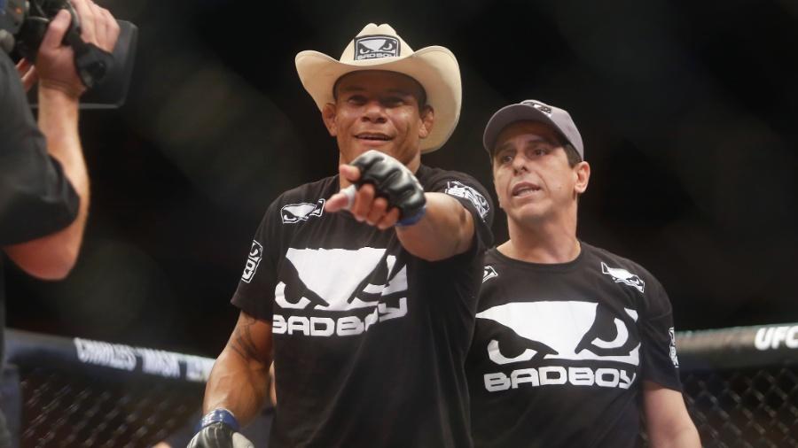 Alex Cowboy comemora vitória sobre K.J. Noons no UFC Goiânia