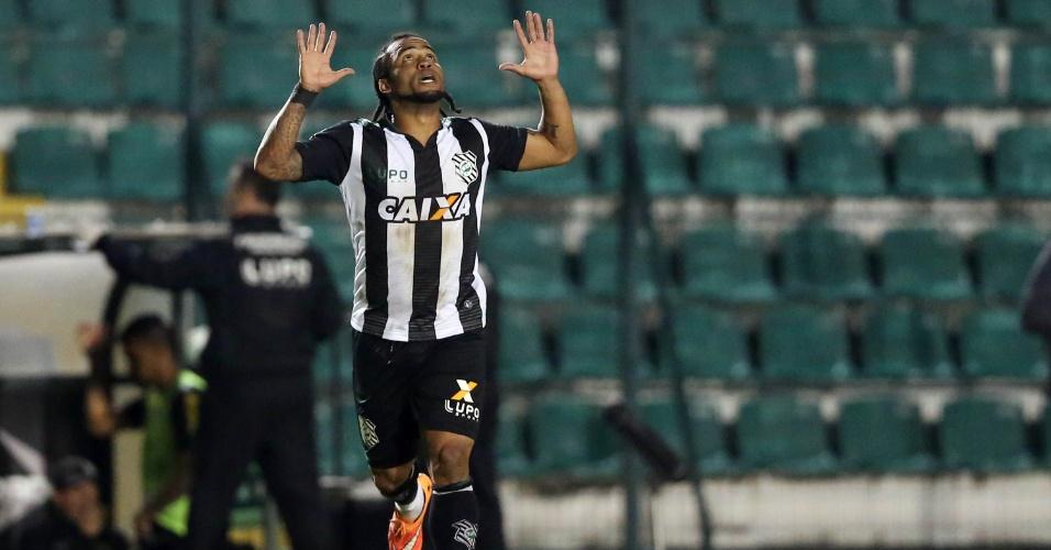 Carlos Alberto comemora o segundo gol do Figueirense contra o Cruzeiro