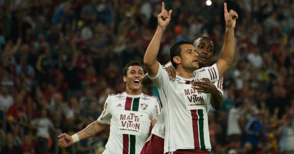 Fred abriu o placar para o Fluminense com um gol de pênalti