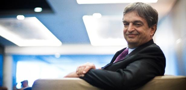 Um dos candidatos à presidência, Jérôme Champagne demonstrou preocupação com o sigilo dos votos - Daniel Marenco/Folhapress