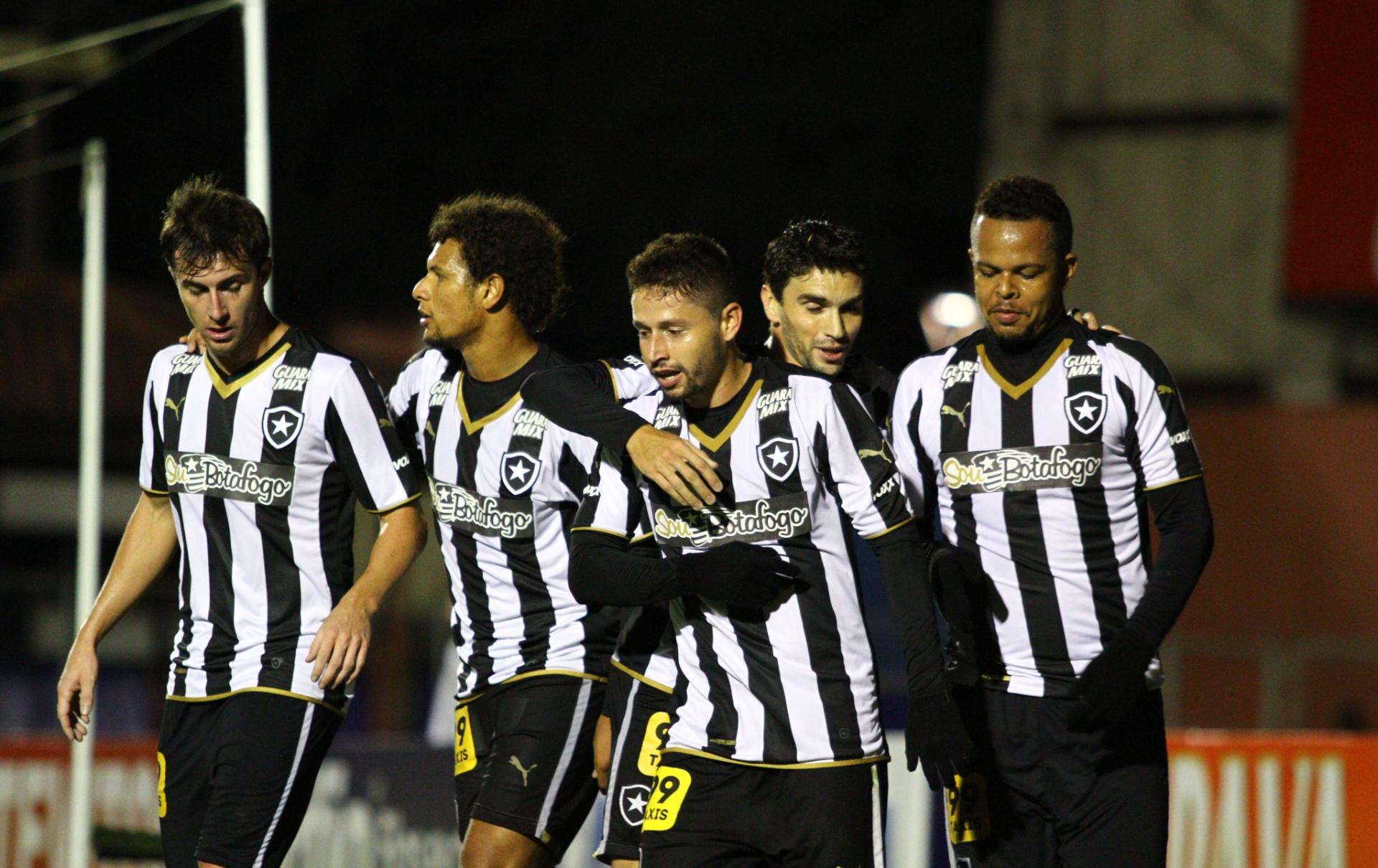 07c6481915 Confira os 10 momentos mais marcantes do Botafogo na Série B - 10 11 2015 -  UOL Esporte
