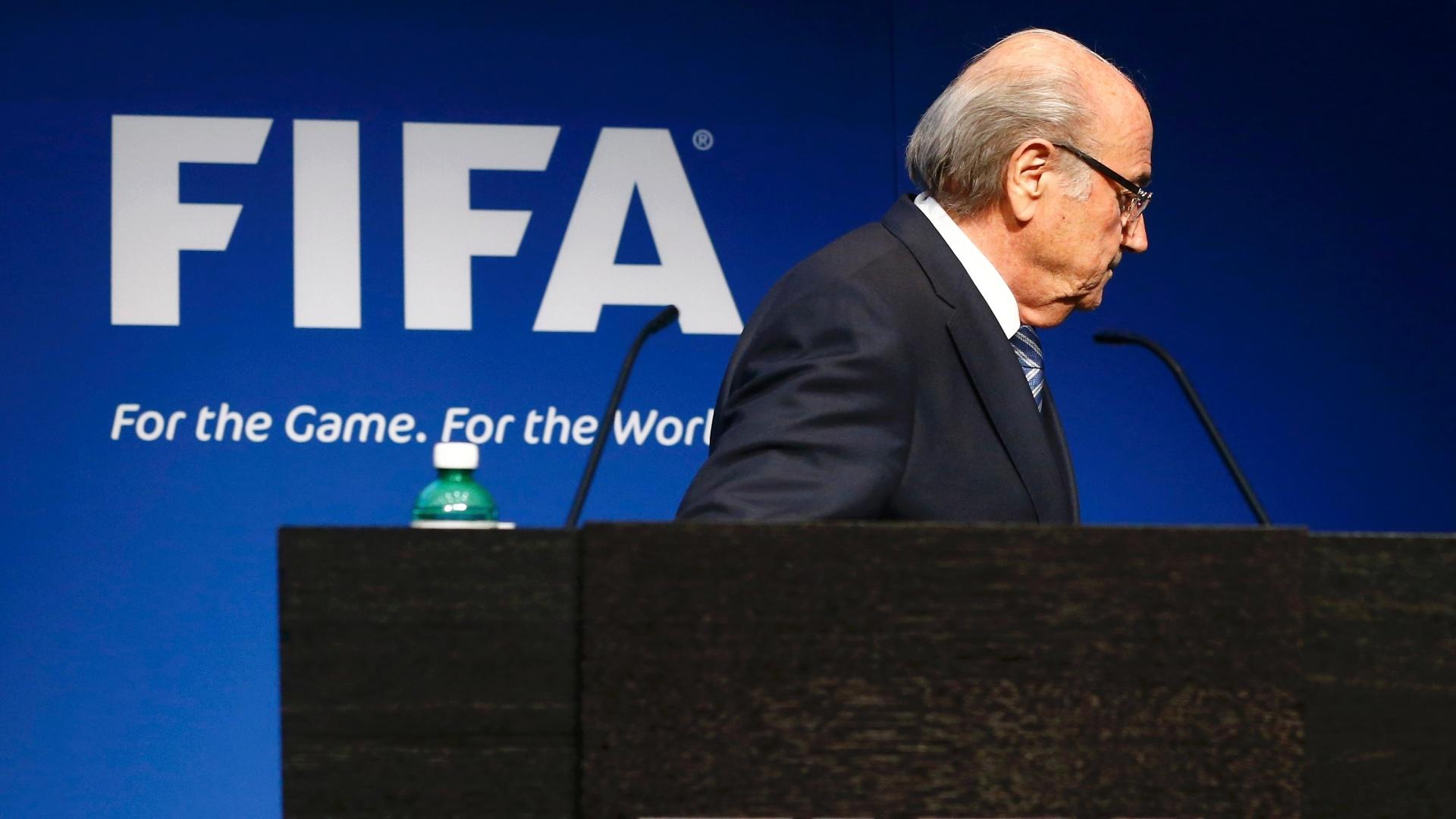 Joseph Blatter anuncia sua saída da Fifa. Dirigente surpreendeu ao convocar coletiva. Ele vai convocar uma eleição, e segue à frente da entidade até o pleito