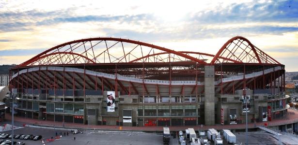 Policiais estiveram no estádio da Luz, do Benfica, para dar andamento à investigação - Getty Images