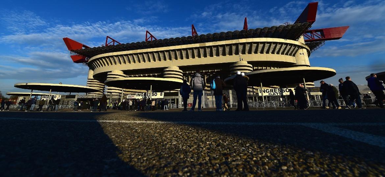 Confronto próximo ao estádio Giuseppe Meazza terminou com um morto - Getty Images