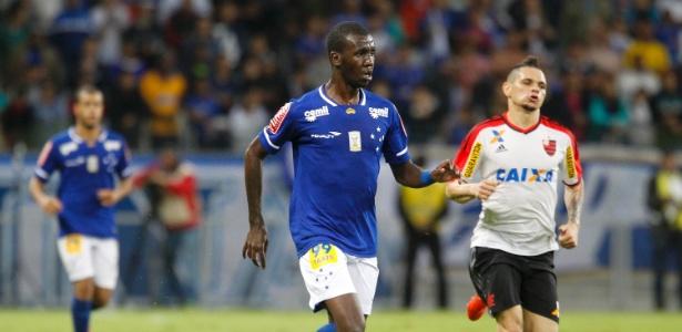 Garoto foi lançado por Luxemburgo contra o Flamengo, em sua estreia como profissional