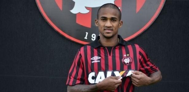 Eduardo pertence ao Atlético-PR, mas jogará por mais um ano pelo Bahia