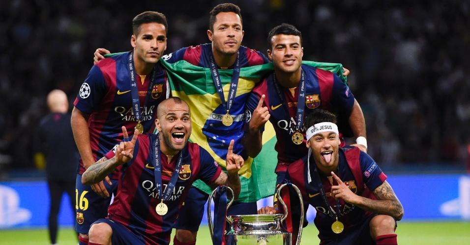 Rafinha, Neymar, Douglas, Daniel Alves e Adriano, os brasileiros que conqusitaram da Liga dos Campeões