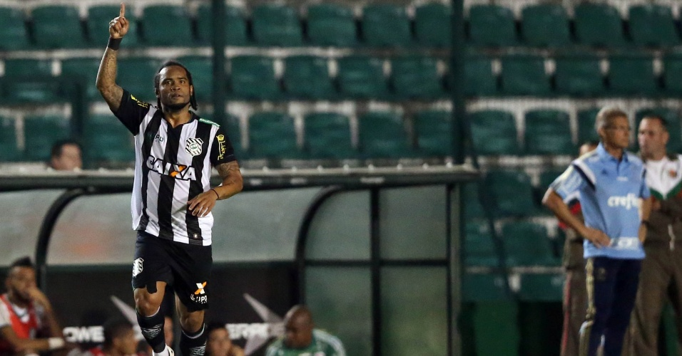 Carlos Alberto comemora após marcar para o Figueirense, em partida contra o Palmeiras, neste domingo (7), pelo Campeonato Brasileiro