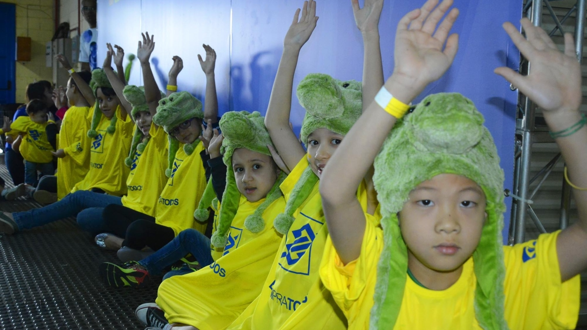 Criançada entrou com o time brasileiro no ginásio em São Bernardo do Campo