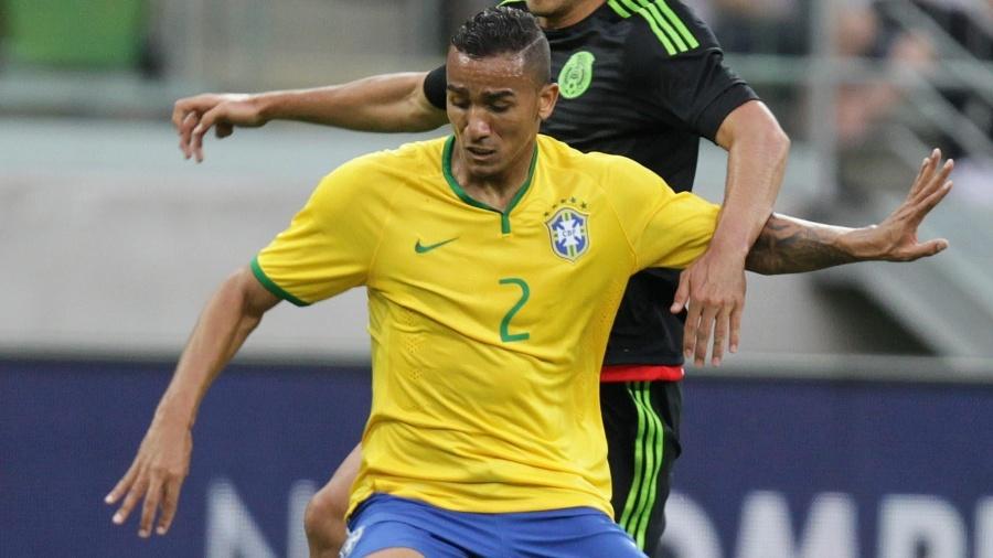 Danilo em ação pela seleção brasileira durante jogo contra o México - EFE/Sebastião Moreira