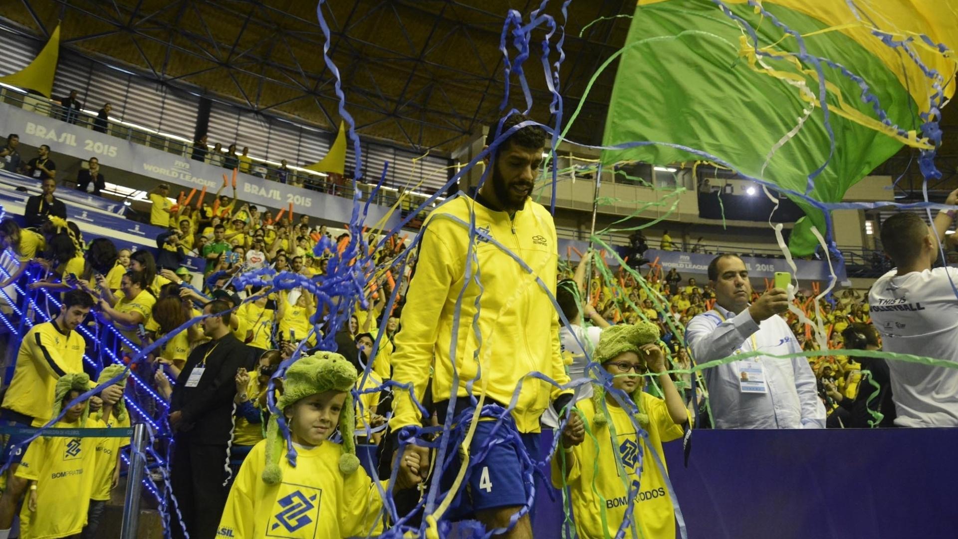 Entrada do Brasil em quadra foi muito festejada pela torcida no ginásio