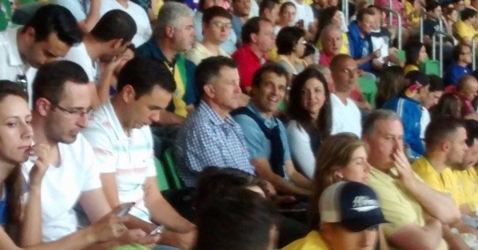Técnico do São Paulo Juan Carlos Osorio assiste ao jogo da seleção brasileira ao lado de Milton Cruz, no Allianz Parque