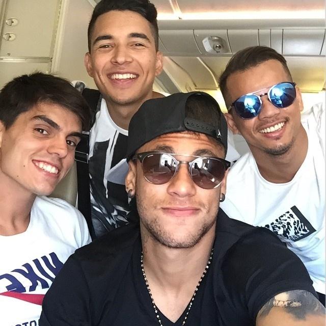 Após título da Liga dos Campeões, Neymar pega o avião de volta para o Brasil