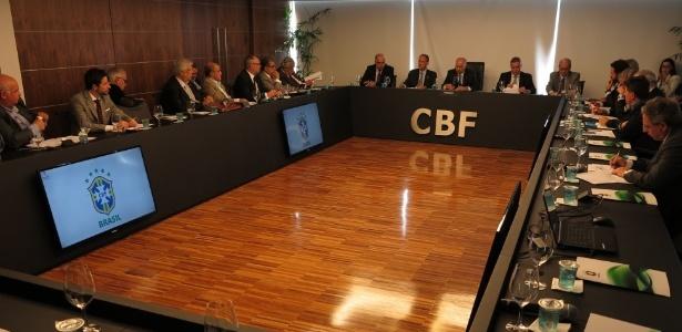 Cúpula da CBF se reúne com presidentes de clubes para discutir a crise no futebol