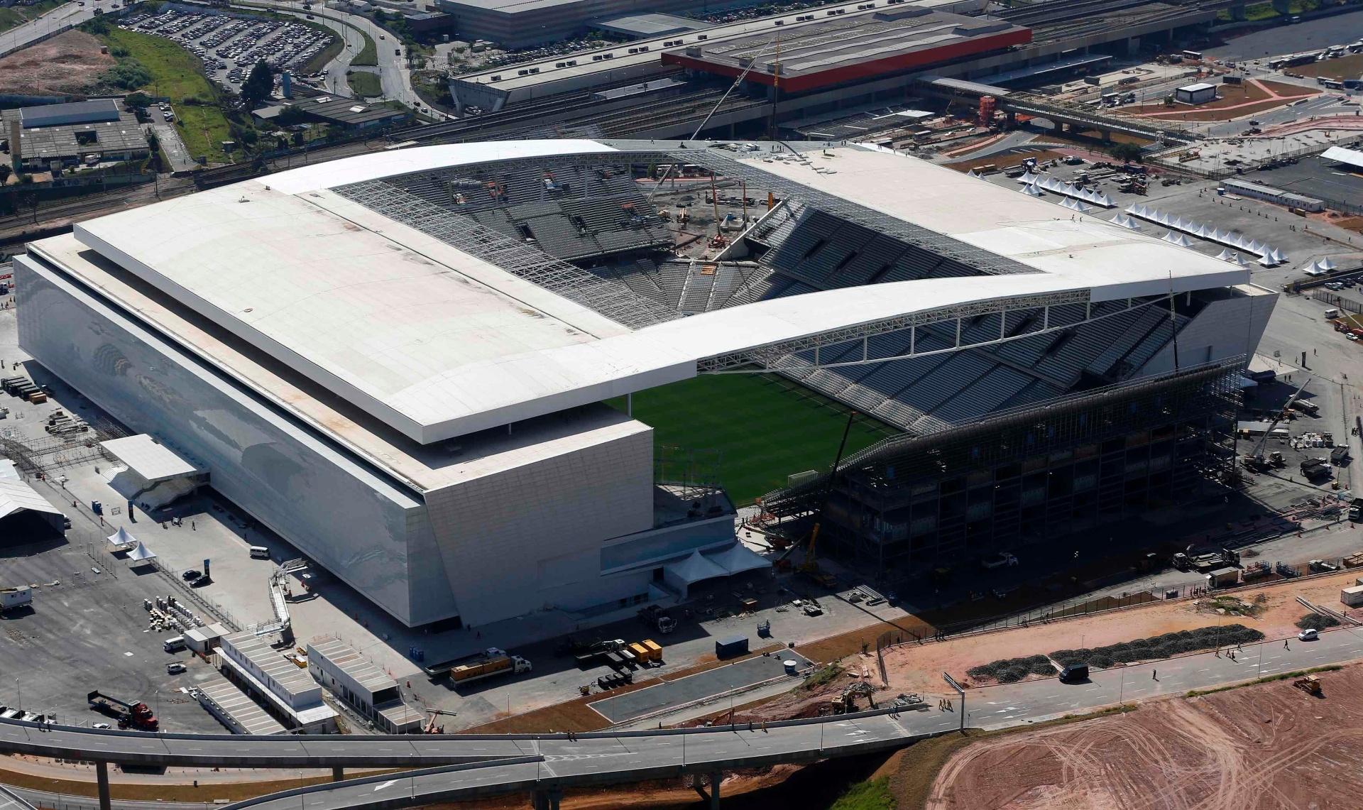 19d137c9bc Corinthians confirma queda de teto na Arena e diz que já iniciou reparos -  23 02 2016 - UOL Esporte