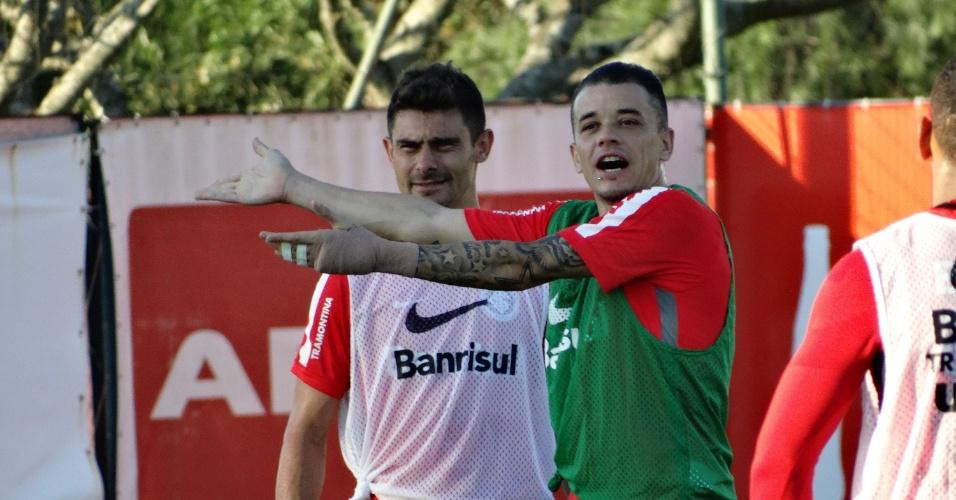 09. jun.2015 - D'Alessandro volta a treinar com bola após cirurgia na mão esquerda