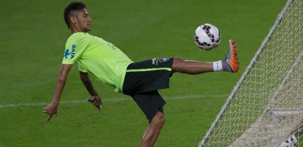 Neymar treinou com a seleção para o amistoso contra a Honduras, em Porto Alegre