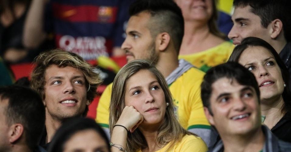 Torcedores aguardam início da partida entre Brasil e Honduras