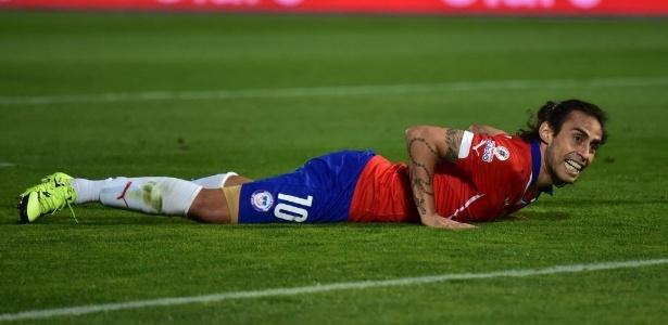 Valdivia reclamou após ter sido cortado da seleção chilena