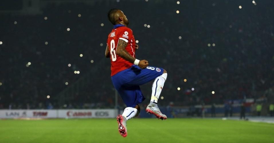 Vidal comemora gol que abriu o placar para o Chile contra o Equador
