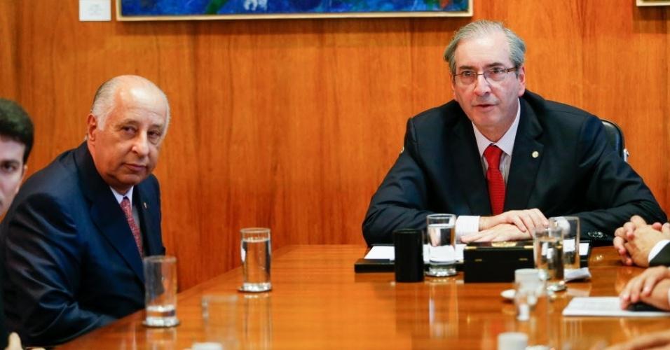 O presidente da Câmara dos Deputados, Eduardo Cunha (PMDB-RJ) e o presidente da CBF Marco Polo Del Nero durante reunião para falar sobre a Comissão Mista da MP 671, que trata da renegociação de dívidas dos clubes e modernização do futebol, no gabinete da presidência da Câmara