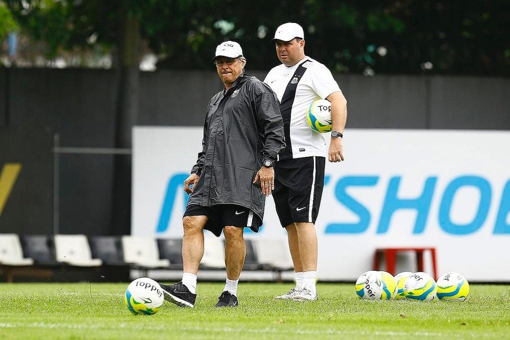 Oswaldo foi vetado, e Marcelo Fernandes voltou a ser o treinador do Santos