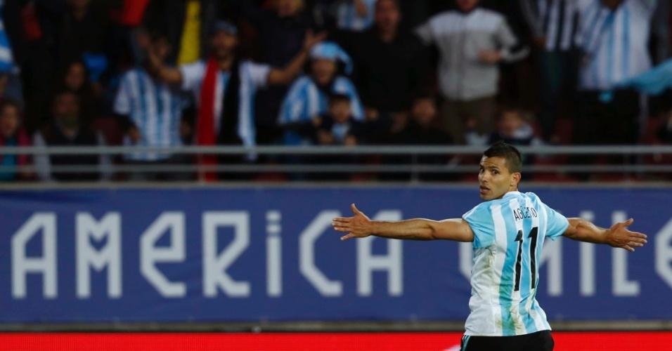 Agüero comemora após abrir o placar para a Argentina contra o Paraguai