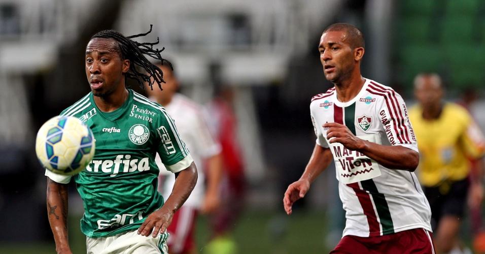 Arouca e Pierre disputam pela bola em jogo válido pela 7ª rodada do Brasileiro