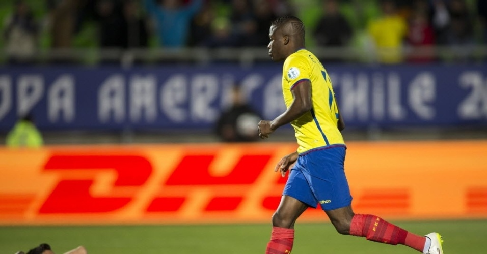 Enner Valencia comemora o primeiro gol do Equador contra a Bolívia