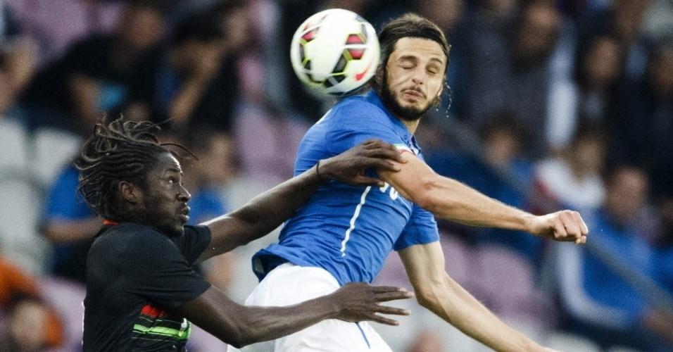 Éder disputa a bola de cabeça com Ranocchia