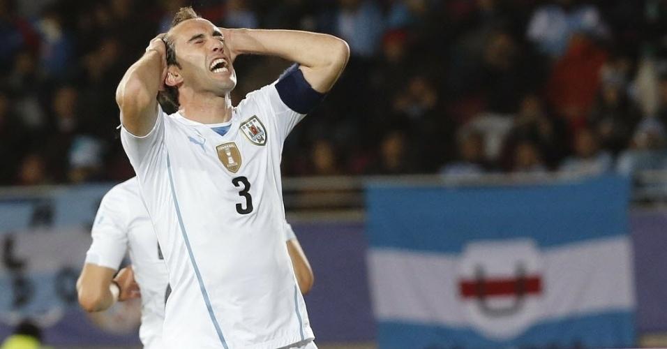 Godín lamenta chance perdida pelo Uruguai em cobrança de escanteio contra a Argentina