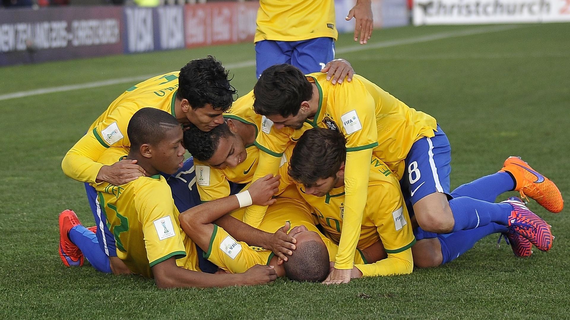 17.jun.2015 - Brasil goleou Senegal por 5 a 0 na semifinal do Mundial Sub-20, disputado na Nova Zelândia, e decide título do torneio contra a Sérvia