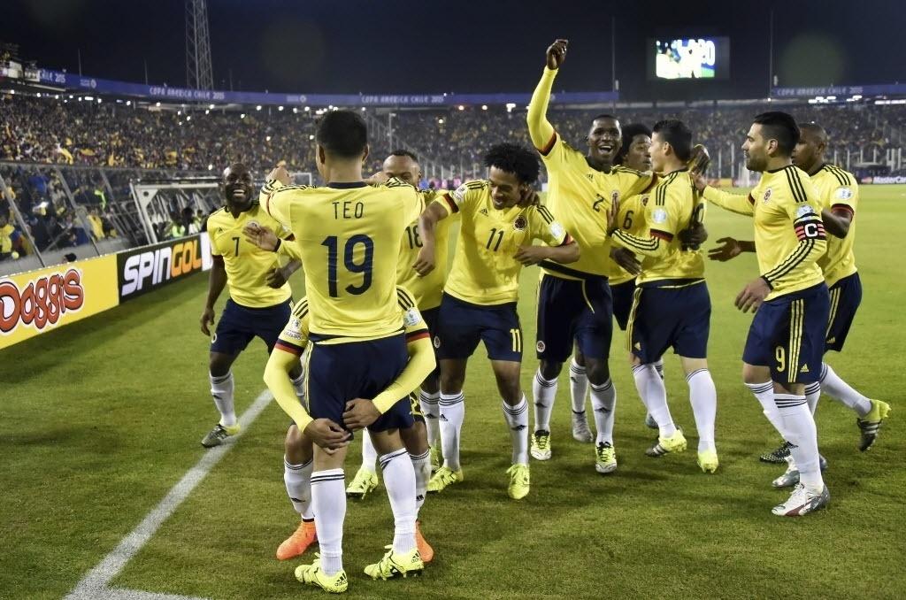 Jogadores da Colômbia comemoram gol contra o Brasil na segunda rodada da fase de grupos da Copa América