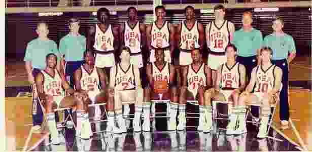 Michael Jordan, com a camisa 5 (segundo da esq. para a dir na fila de baixo), foi cestinha dos EUA no Pan - Reprodução