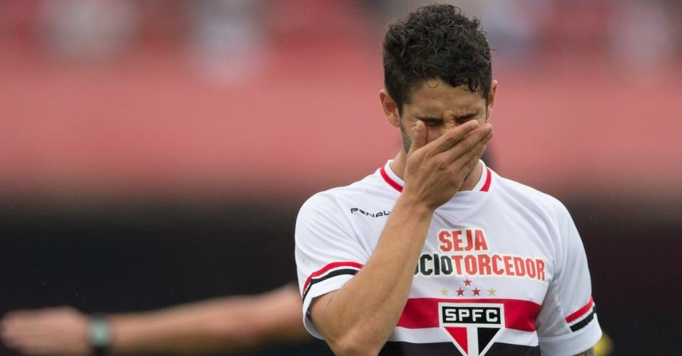 Alexandre Pato em lance contra o Linense em partida valida pelo Campeonato Paulista 2015