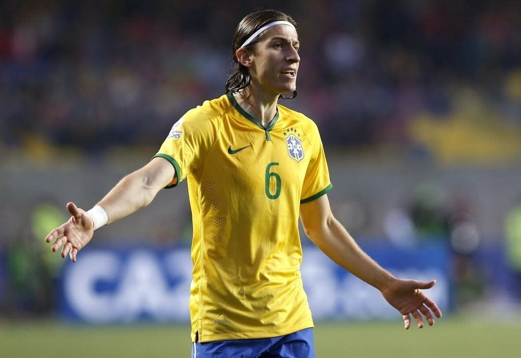 Filipe Luis durante jogo do Brasil pelas quartas de final da Copa América