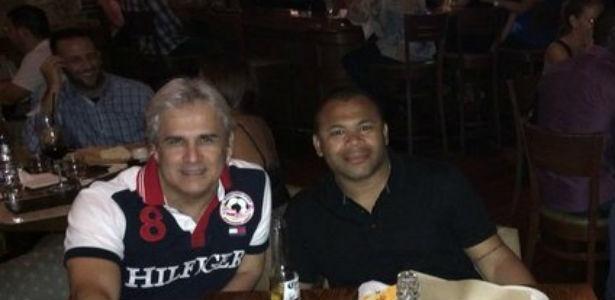 Niki (à esquerda) e Fabio Barrozo em jantar de negócios