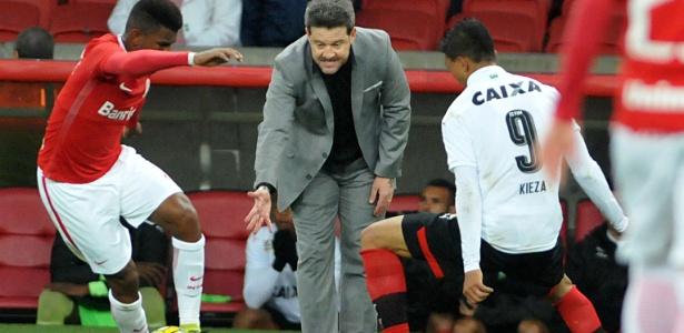 No comando do Vitória, Argel encara o Internacional no Beira-Rio