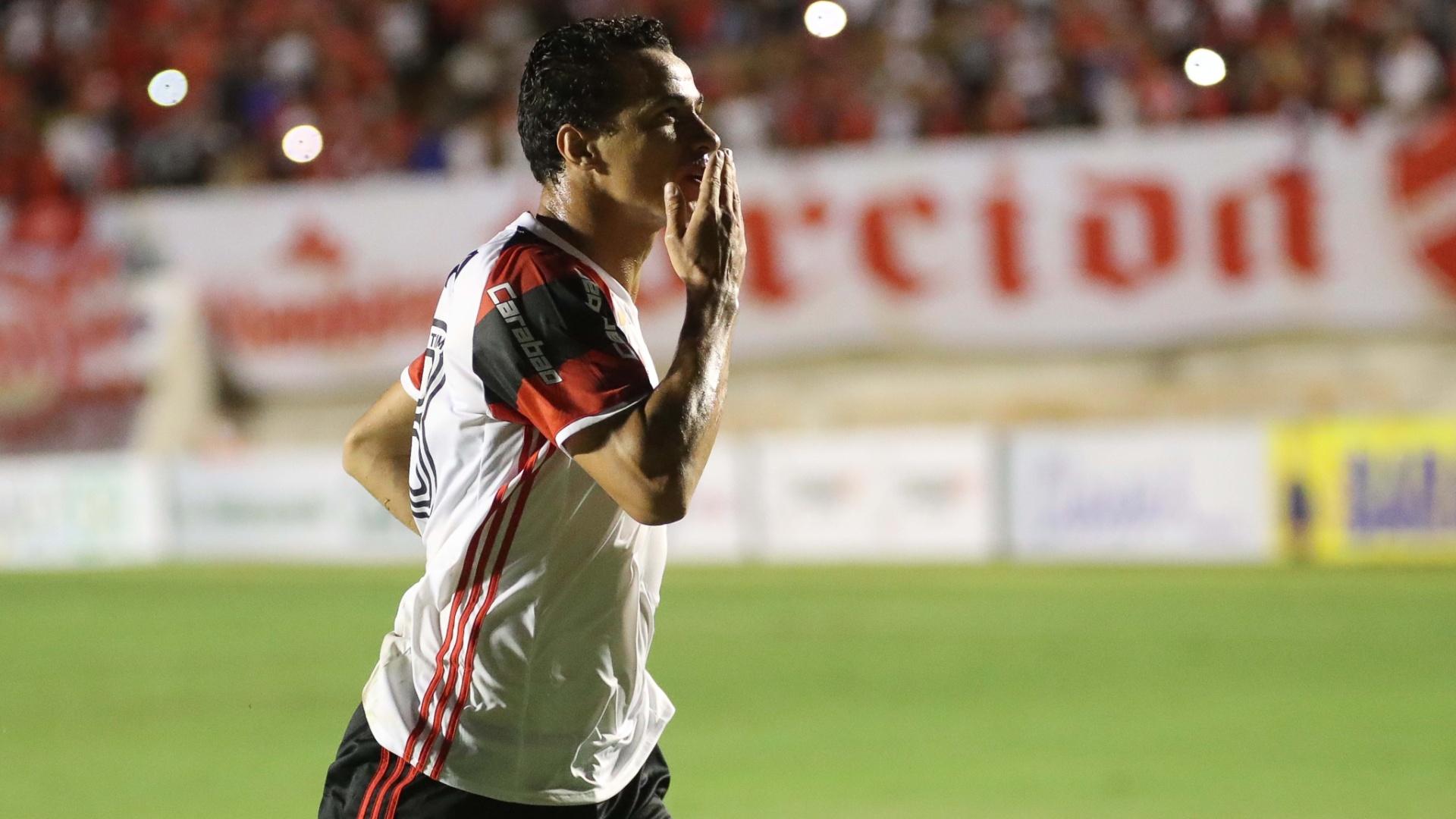 Leandro Damião comemora o primeiro gol do Flamengo na temporada 2017